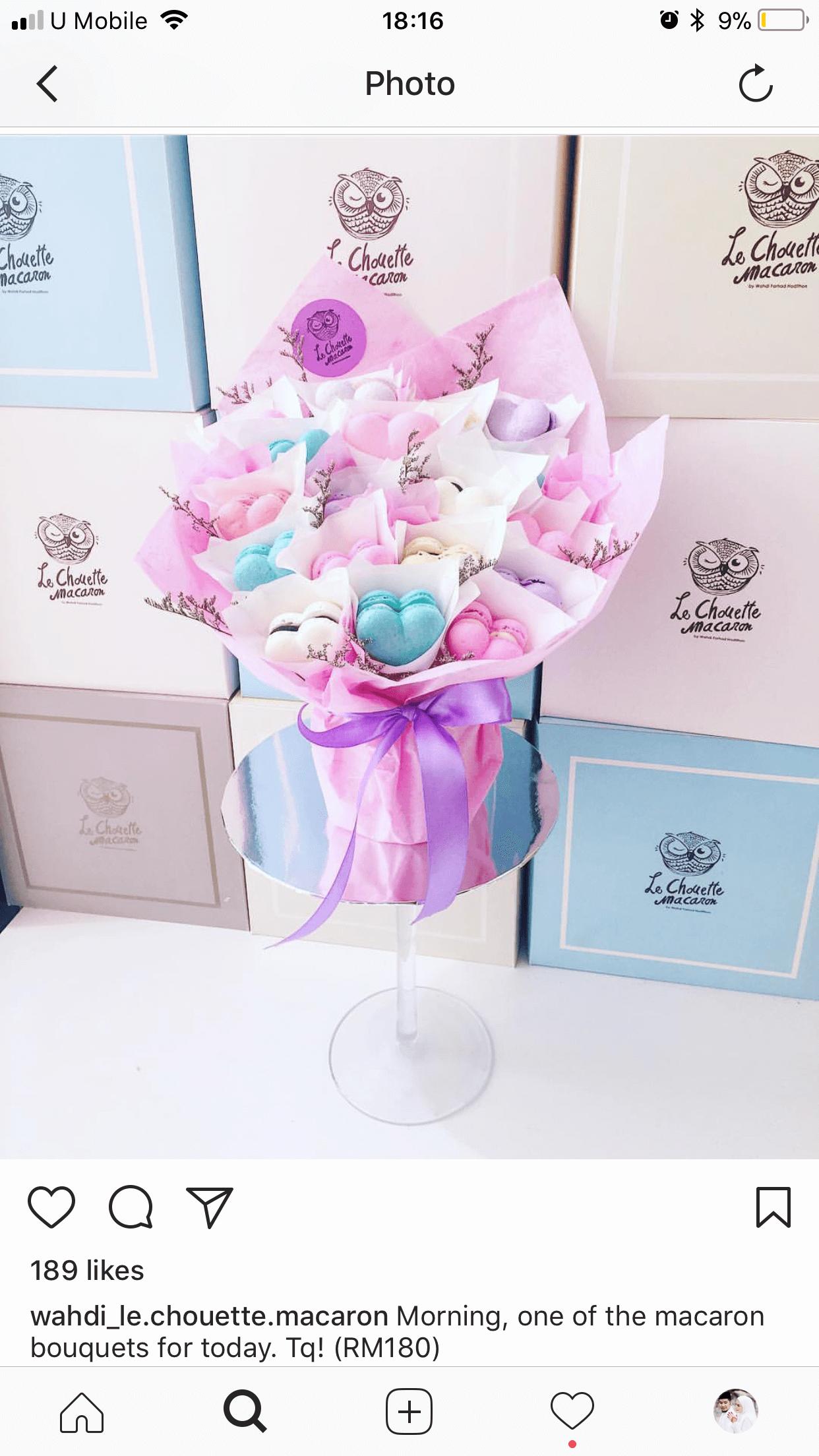 Selain kek, terdapat juga macaron bouquets.